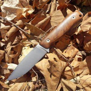 нож-менли-другар-дърво-орех